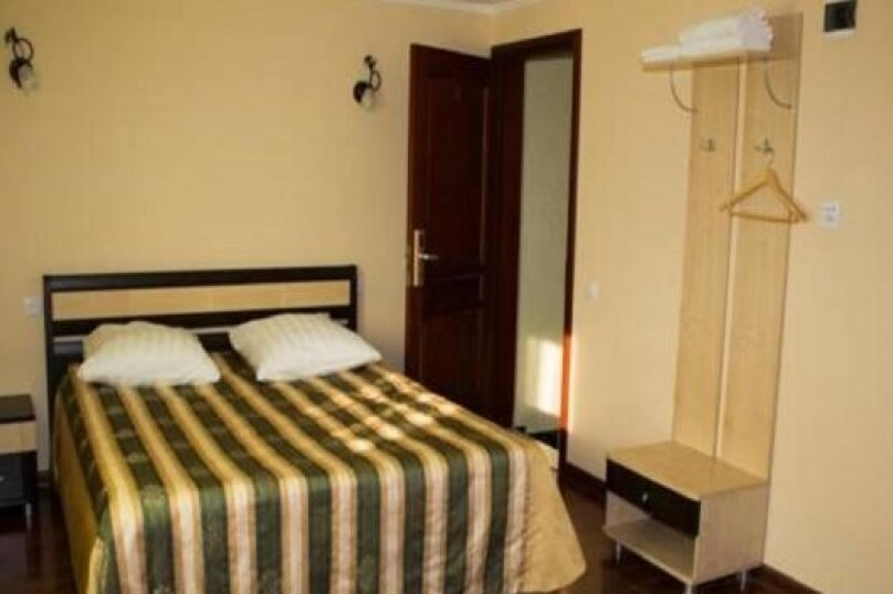 Стандартный номер с двухспальной кроватью, улица Тухачевского, 165, Самара - Фотография 1