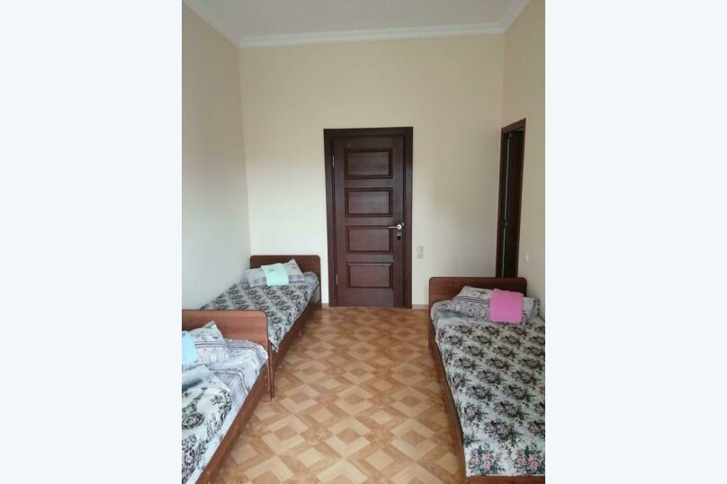 Трехместный номер, улица Джонуа, 49, Сухум - Фотография 2