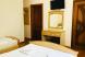 Стандарт с душем 3-х местный (двухспальняя и односпальняя кровати):  Номер, Полулюкс, 3-местный - Фотография 14