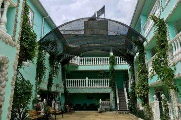 Гостевой дом «Фаина», улица Ешиль-Ада, 29 на 24 комнаты - Фотография 1