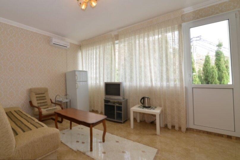 """2-комнатный люкс """"Арабика"""", улица Бедненко, 57, Рыбачье - Фотография 1"""