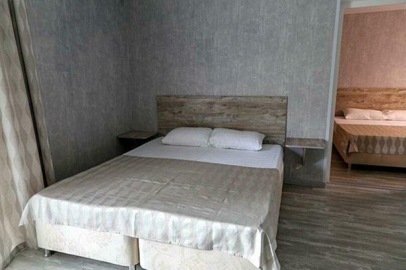 """2х-комнатный"" (2-комнатный), Морская улица, 88, Ейск - Фотография 1"