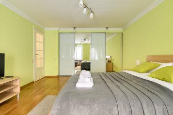 2-комн. квартира, 65 кв.м. на 5 человек, Миллионная улица, 17, Санкт-Петербург - Фотография 1