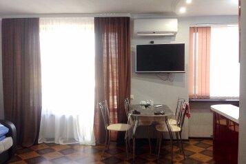 1-комн. квартира, 30 кв.м. на 4 человека, улица Вардания, 7, Сухум - Фотография 1
