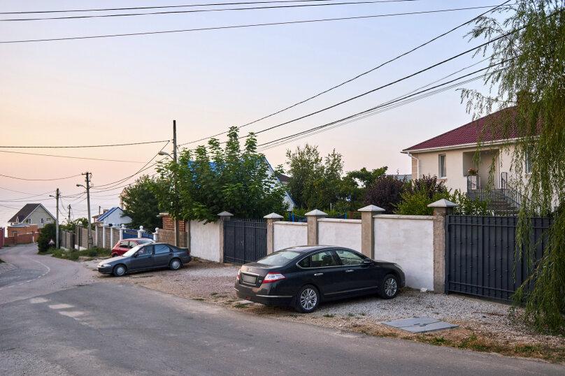 Первый этаж дачи у моря из трех раздельных студий, 75 кв.м. на 10 человек, 3 спальни, Благодатная, 60, посёлок Орловка, Севастополь - Фотография 16