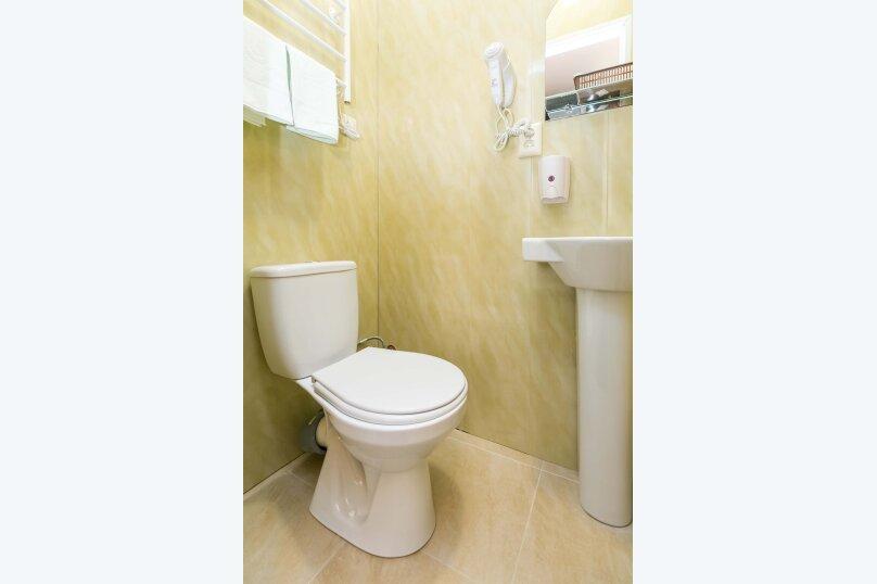 Стандарт без окна с собственной ванной комнатой, 18-я линия Васильевского острова, 9, Санкт-Петербург - Фотография 3