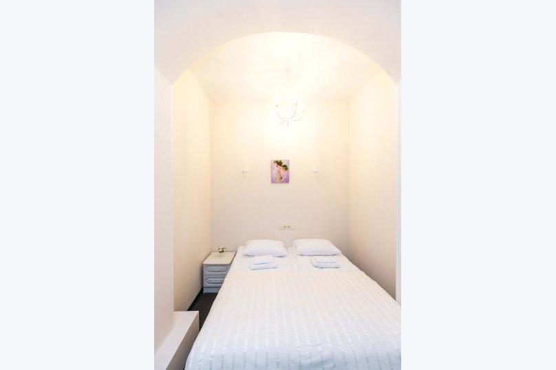 Стандарт без окна с собственной ванной комнатой, 18-я линия Васильевского острова, 9, Санкт-Петербург - Фотография 4