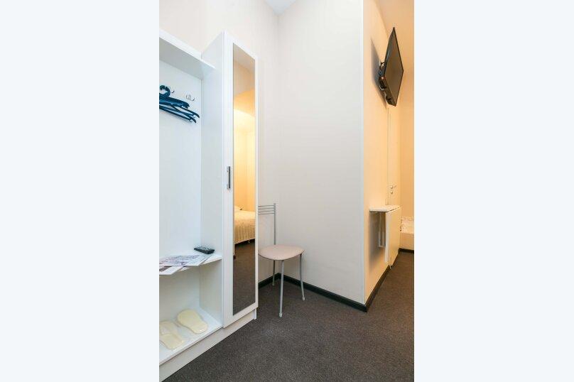 Стандарт без окна с собственной ванной комнатой, 18-я линия Васильевского острова, 9, Санкт-Петербург - Фотография 6