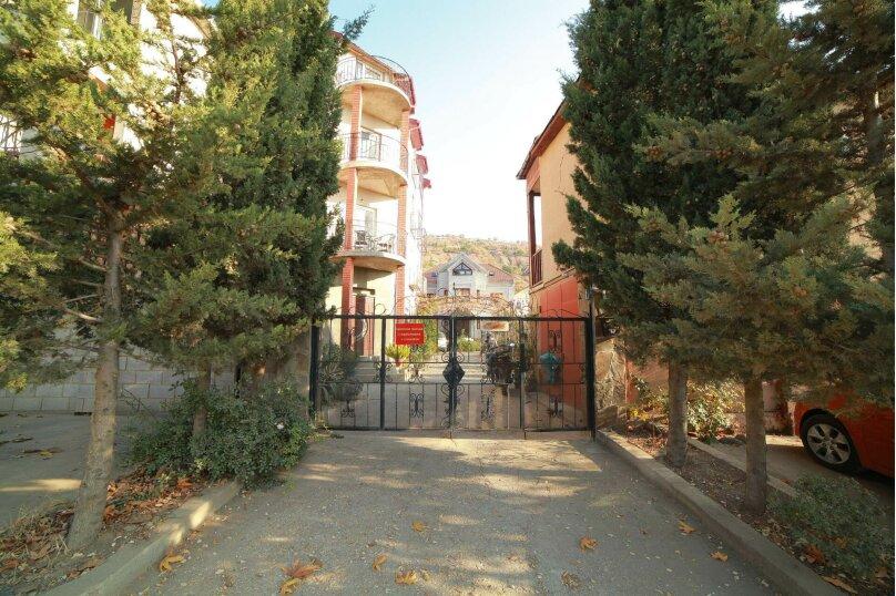 """Гостевой дом """"Guest house Antik"""", Персиковая улица, 44 на 13 комнат - Фотография 1"""