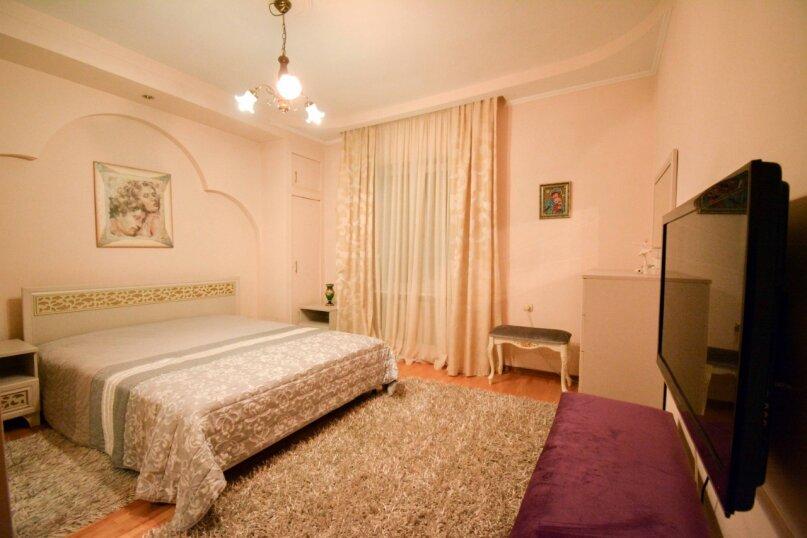 Дом неподалеку от санатория Москва, 300 кв.м. на 16 человек, 6 спален, улица Революции, 51, Кисловодск - Фотография 15