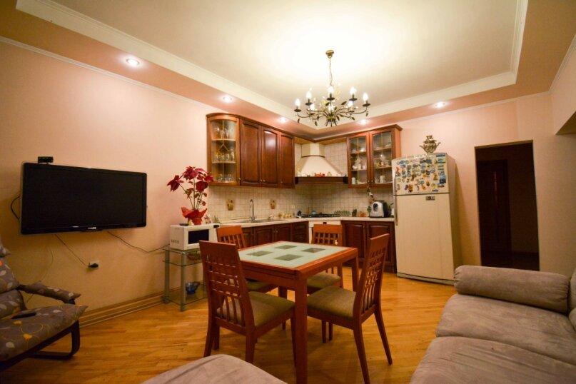 Дом неподалеку от санатория Москва, 300 кв.м. на 16 человек, 6 спален, улица Революции, 51, Кисловодск - Фотография 18