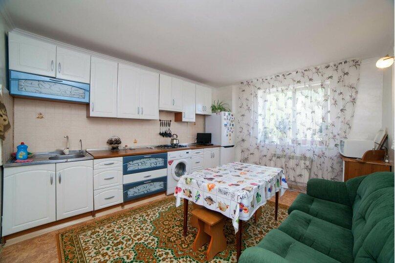 Коттедж для отдыха, второй этаж, 90 кв.м. на 7 человек, 3 спальни, переулок Леонова, 10А, поселок Приморский, Феодосия - Фотография 2
