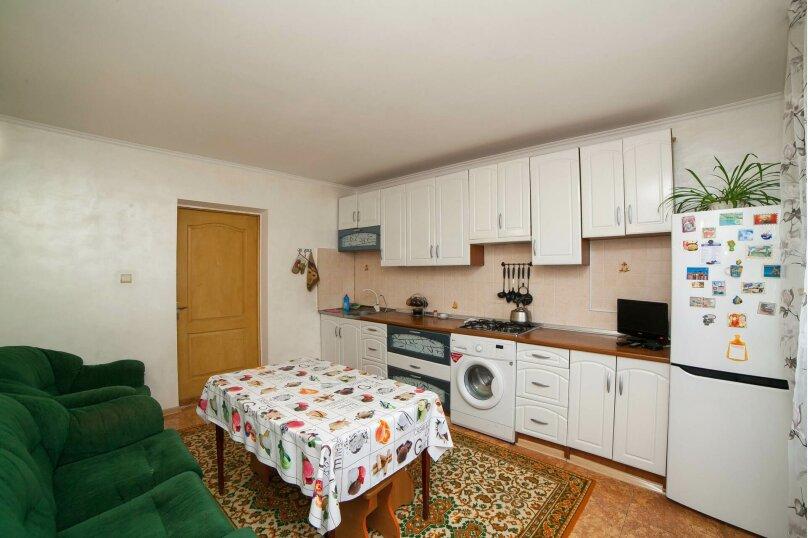 Коттедж для отдыха, второй этаж, 90 кв.м. на 7 человек, 3 спальни, переулок Леонова, 10А, поселок Приморский, Феодосия - Фотография 4
