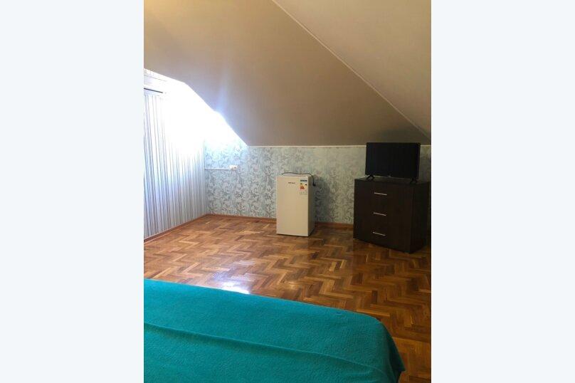 Двухместный номер с двухспальной кроватью голуб, улица Самбурова, 42Б, Анапа - Фотография 4
