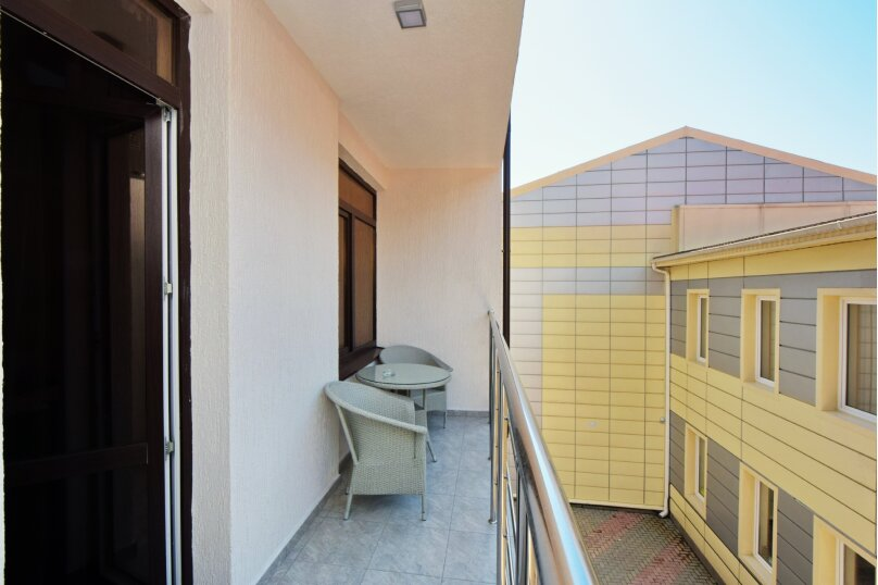 Стандарт с балконом 3х-местный, улица Островского, 35, Геленджик - Фотография 6