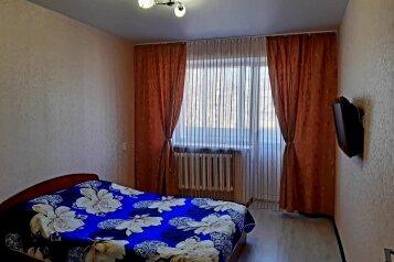 2-комн. квартира, 50 кв.м. на 4 человека, улица Некрасова, 24, Киров - Фотография 1