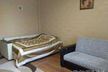 1-комн. квартира, 52 кв.м. на 2 человека, улица Нефтяников, 44, Нижневартовск - Фотография 1