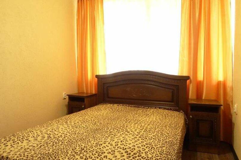 """3-х комнатный 8-ми местный номер """"Люкс"""" с кухней (2 этаж), Вишнёвый переулок, 12, Благовещенская - Фотография 4"""