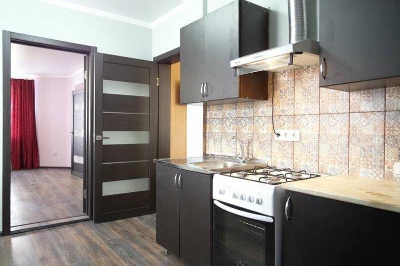 """3-х комнатный 8-ми местный номер """"Люкс"""" с кухней (2 этаж), Вишнёвый переулок, 12, Благовещенская - Фотография 5"""