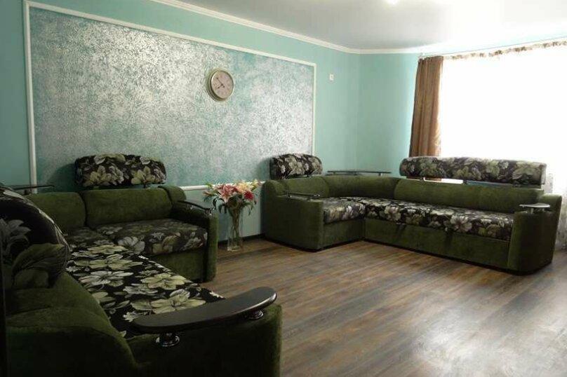 """3-х комнатный 8-ми местный номер """"Люкс"""" с кухней (1 этаж), Вишнёвый переулок, 12, Благовещенская - Фотография 1"""