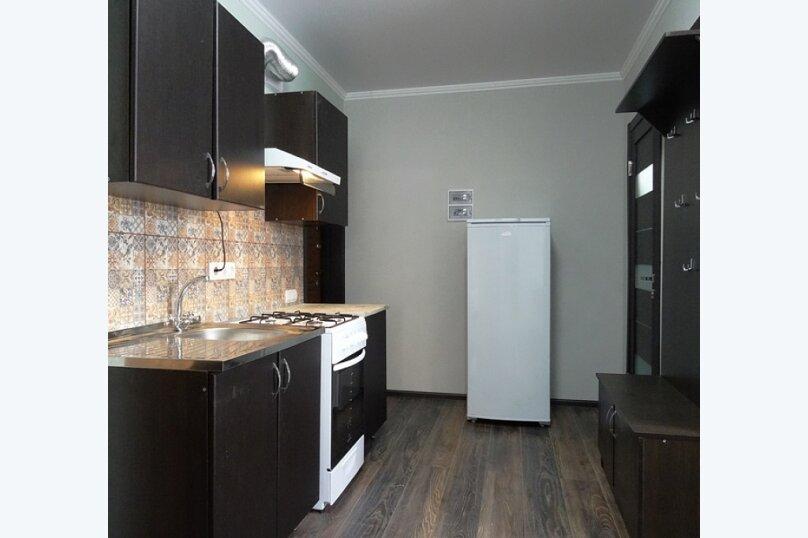 """3-х комнатный 8-ми местный номер """"Люкс"""" с кухней (2 этаж), Вишнёвый переулок, 12, Благовещенская - Фотография 7"""
