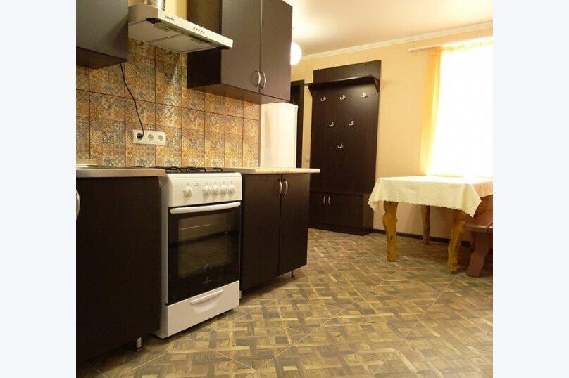 """3-х комнатный 8-ми местный номер """"Люкс"""" с кухней (1 этаж), Вишнёвый переулок, 12, Благовещенская - Фотография 5"""