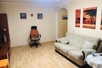 2-комн. квартира, 53 кв.м. на 6 человек, улица Адмирала Фадеева, 19, Севастополь - Фотография 1