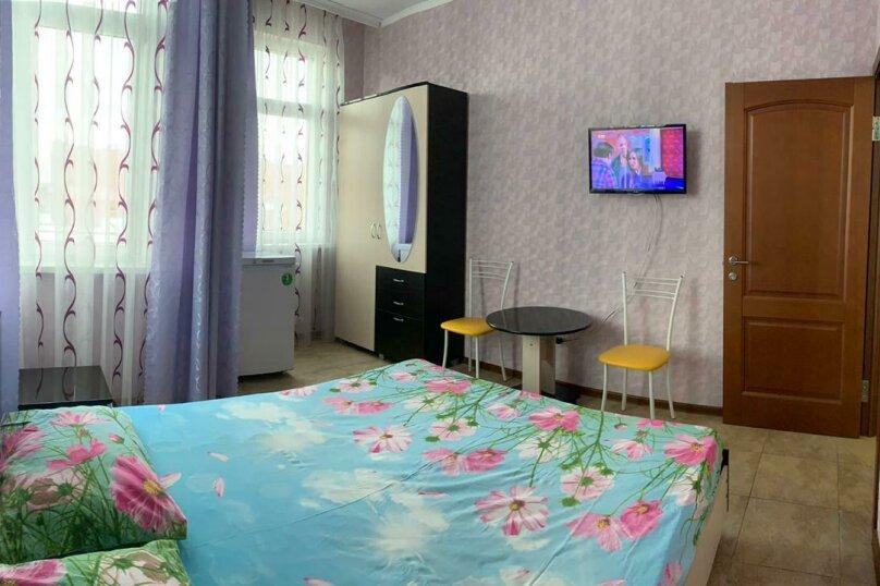 2 комнатный номер , улица Тельмана, 32, Геленджик - Фотография 1