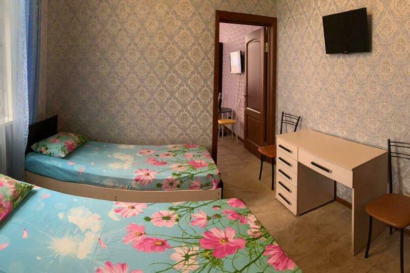 2 комнатный номер , улица Тельмана, 32, Геленджик - Фотография 3