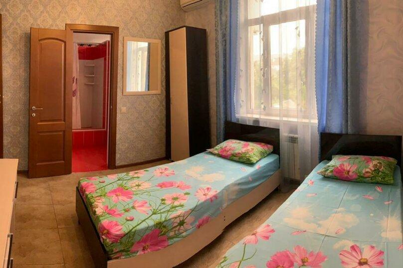 2 комнатный номер , улица Тельмана, 32, Геленджик - Фотография 4