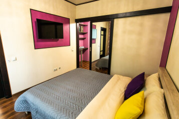 2-комн. квартира, 57 кв.м. на 4 человека, улица Республики, 58, Тюмень - Фотография 1