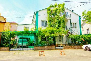 """Гостевой дом """"Merci.дом"""", улица Краснозелёных, 38 на 9 комнат - Фотография 1"""