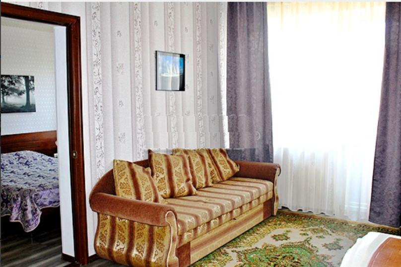 """""""Люкс"""" (2-комнатный), Приморская улица, 39, Ольгинка - Фотография 1"""
