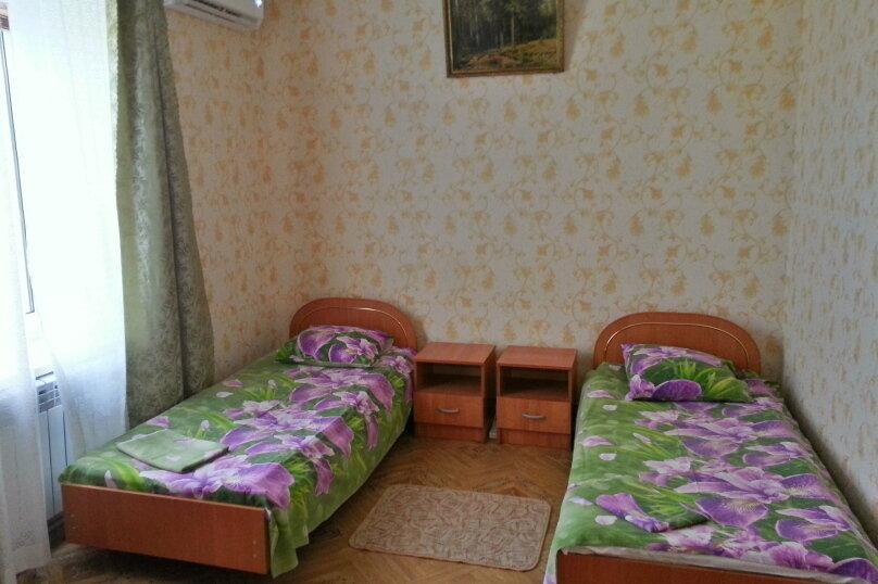 Уютный дом, 3 спальни, до 6 человек, 70 кв.м. на 6 человек, 3 спальни, Виноградная улица, 1, Судак - Фотография 2
