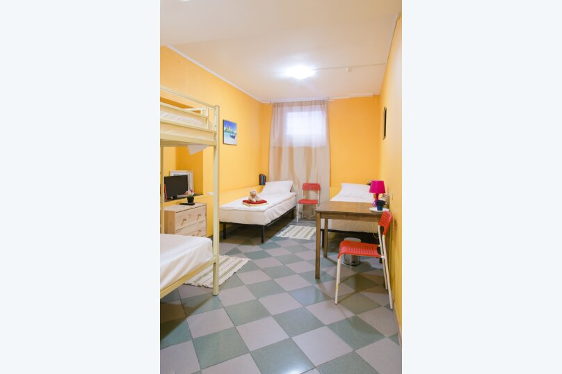 Койко-место в общем номере с 4мя кроватями, 14-я линия Васильевского острова, 31-33, Санкт-Петербург - Фотография 1