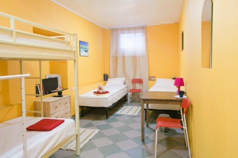 Койко-место в 6тиместном номере для мужчин и женщин, 14-я линия Васильевского острова, 31-33, Санкт-Петербург - Фотография 1