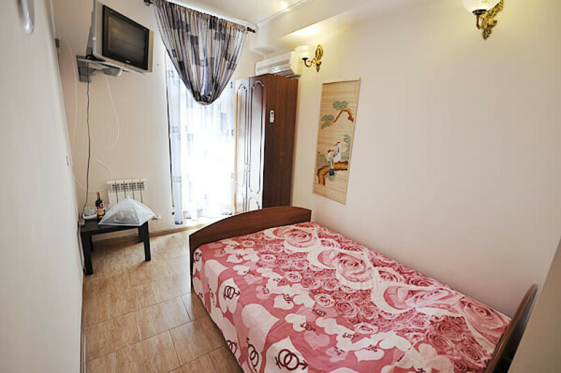 2-х местный номер с двухспальной кроватью №1 (с доп местом кресло-кровать), Морская, 29, Геленджик - Фотография 1