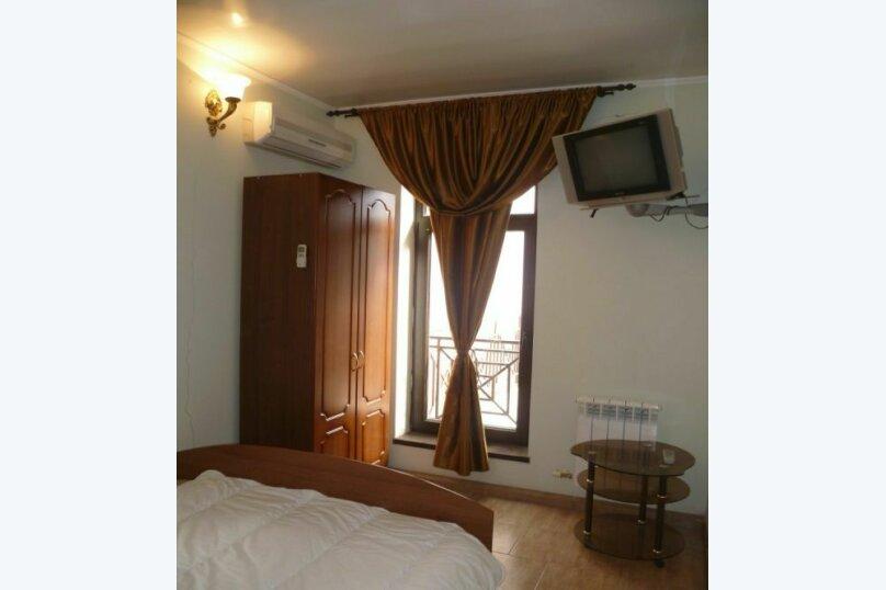 2-х местный с двухспальной кроватью №2 (с доп местом кресло-кровать), Морская, 29, Геленджик - Фотография 1
