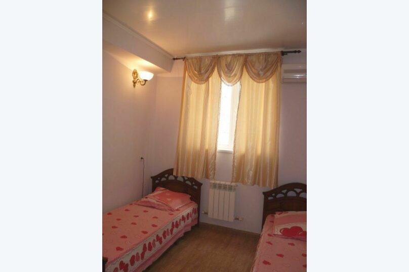 2-х местный с раздельными кроватями №3 (с доп. местом креслом-кроватью), Морская, 29, Геленджик - Фотография 1
