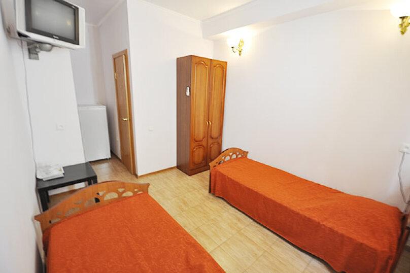 2-х местный номер с раздельными кроватями №4 (с доп. местом креслом-кроватью), Морская, 29, Геленджик - Фотография 1