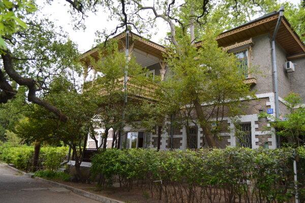 Дом Садовника, улица Батурина, 32 на 12 номеров - Фотография 1