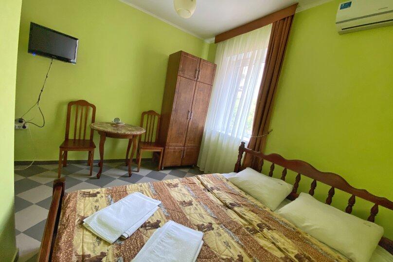Двухместный номер с широкой двухспальной кроватью и собственной ванной комнатой, Прибрежная улица, 1А, Архипо-Осиповка - Фотография 1