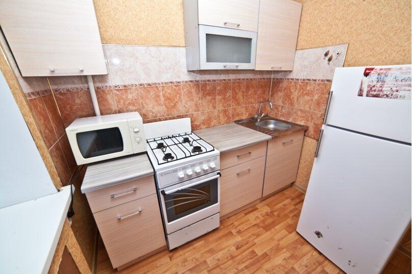 1-комн. квартира, 30 кв.м. на 4 человека, улица Азина, 20к3, Екатеринбург - Фотография 4