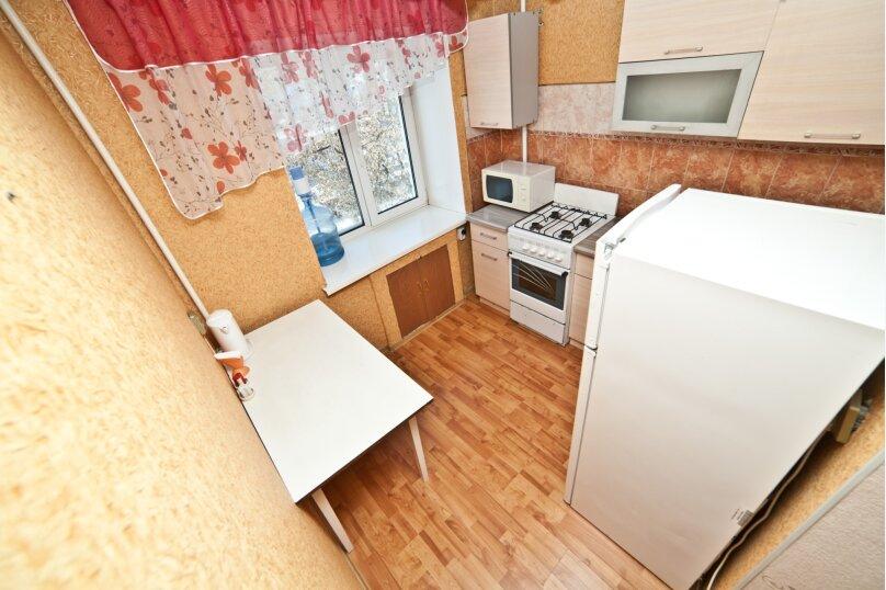 1-комн. квартира, 30 кв.м. на 4 человека, улица Азина, 20к3, Екатеринбург - Фотография 5