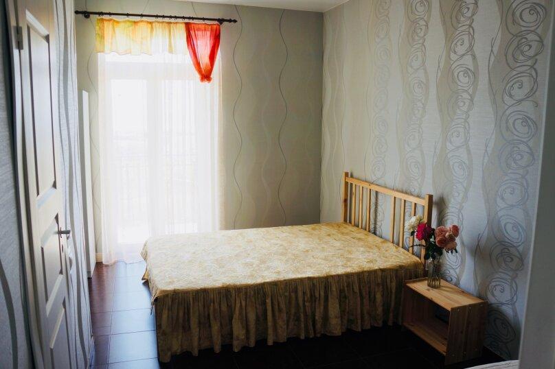 Трехместный номер, микрорайон Голубая Бухта, Славянская улица, 15, Геленджик - Фотография 2