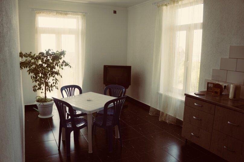 Трехместный номер, микрорайон Голубая Бухта, Славянская улица, 15, Геленджик - Фотография 5