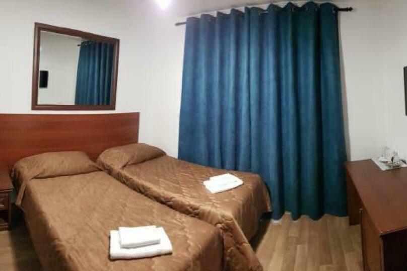 Двухместный номер с 2 раздельными кроватями, балконом и видом на море, Аллейная улица, 11А, Адлер - Фотография 1