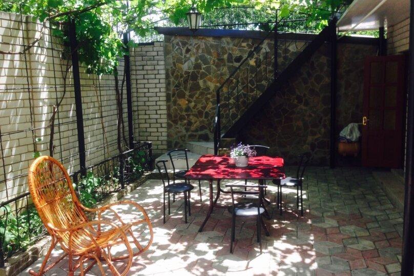 Номер с душем и санузлом, улица Вересаева, 8А, Феодосия - Фотография 2