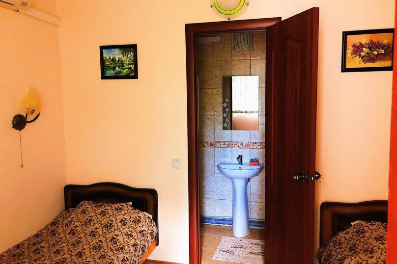 Номер с душем и санузлом, улица Вересаева, 8А, Феодосия - Фотография 1
