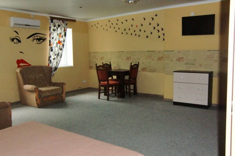 Комфорт улучшенный 1-но комнатный, Луговая улица, 19А, Черноморское - Фотография 1